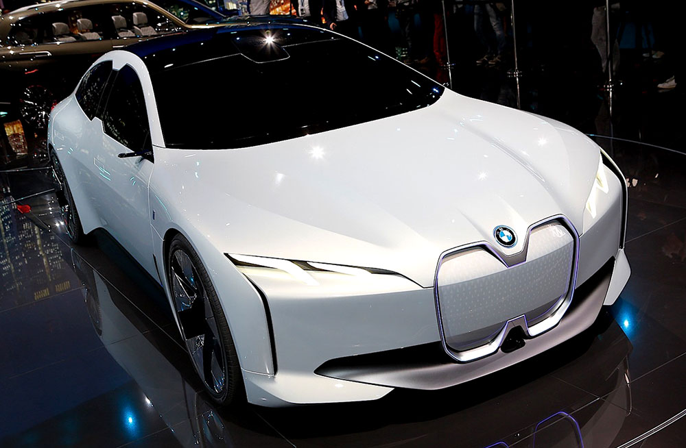 BMW i4 EV | Welcome to the 007 World!