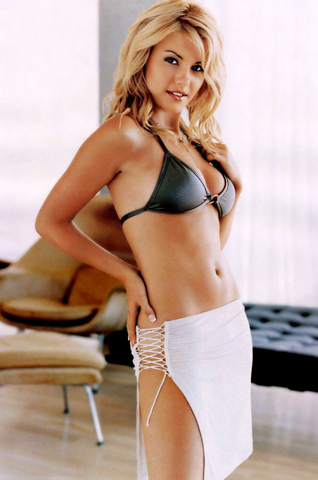 Elisha Cuthbert Canadian Actress And Model Welcome To The 007 World